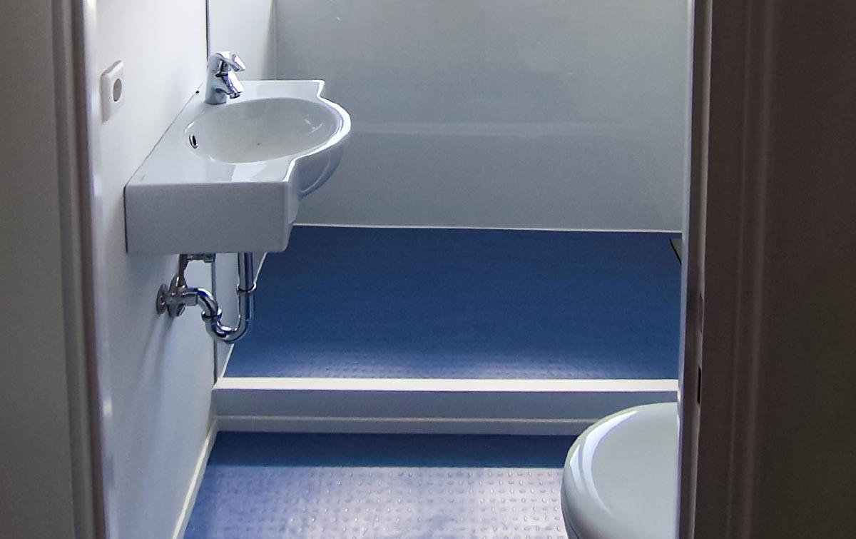 holz im nassbereich bad sauna holz vogel holz im badezimmer fu b den produkte b rger. Black Bedroom Furniture Sets. Home Design Ideas